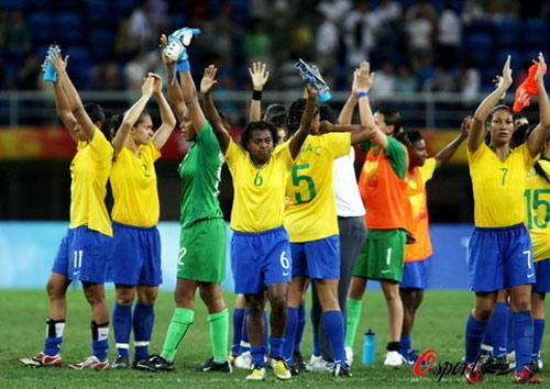 图文-巴西女足2-1挪威 比赛结束巴西笑到最后