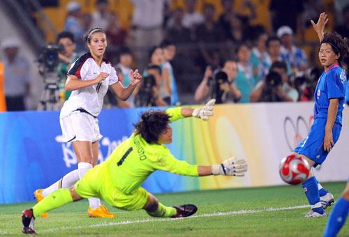 图文-女足日本2-4不敌美国 门将鞭长莫及