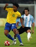 图文-奥运男足巴西VS阿根廷 小罗带球脚法非凡