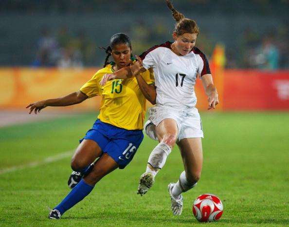 图文-奥运会女足决赛美国VS巴西  辫子一飞冲天