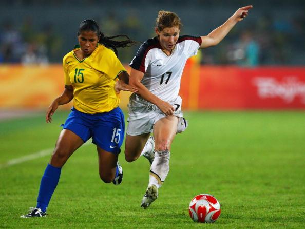 图文-奥运会女足决赛美国VS巴西  不让对手得球