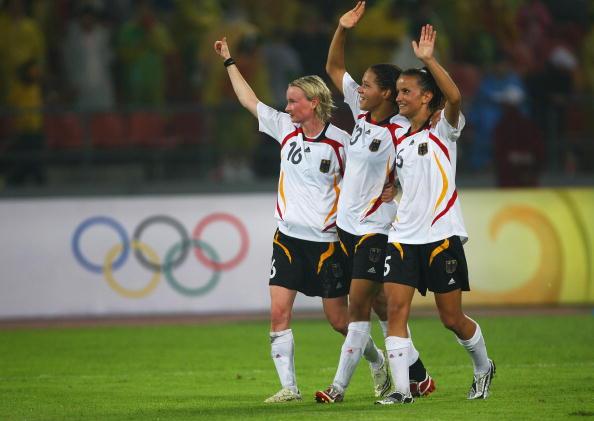 图文-德国女足2-0日本获铜牌 德国姑娘拿到铜牌