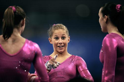 图文-7日各国体操女队赛场训练 肖恩-约翰逊表情有趣