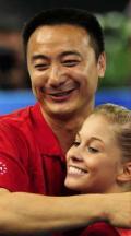 图文-女子体操资格赛 肖恩-约翰逊与中国教练乔良