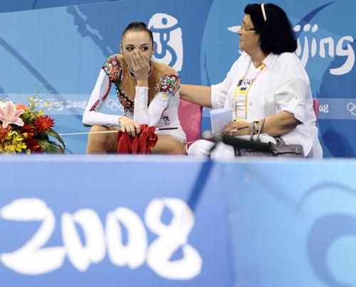 图文-艺术体操个人全能决赛 贝索诺娃等待结果