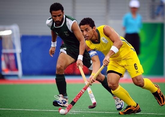 图文-奥运会17日男子曲棍球赛况 看谁速度更快