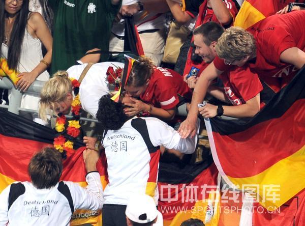 图文-男曲决赛德国胜西班牙 用热吻来庆祝