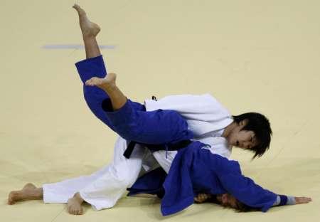 图文-10日柔道赛场精彩瞬间 强悍日本姑娘中村美里