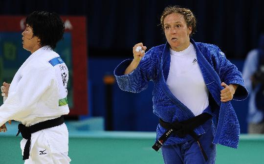 图文-女子57公斤级赛况 阿雷尔获胜后庆祝