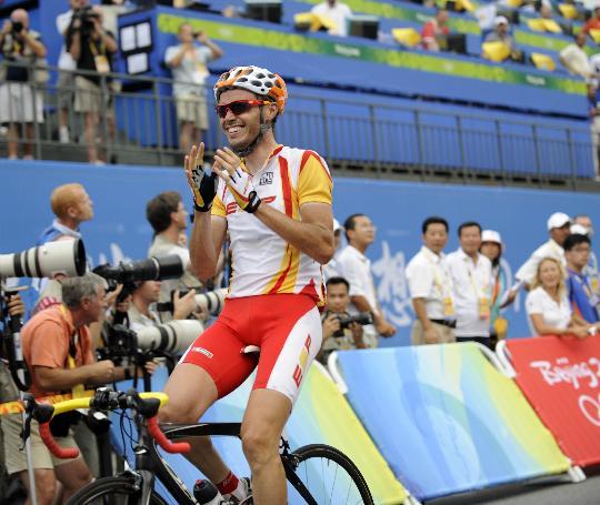 图文-桑切斯获公路自行车冠军 夺冠后的喜悦