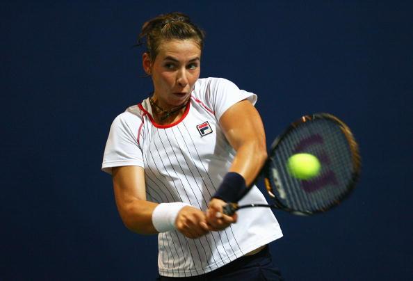 图文-奥运会网球女单首轮11日赛况 回球很有力道