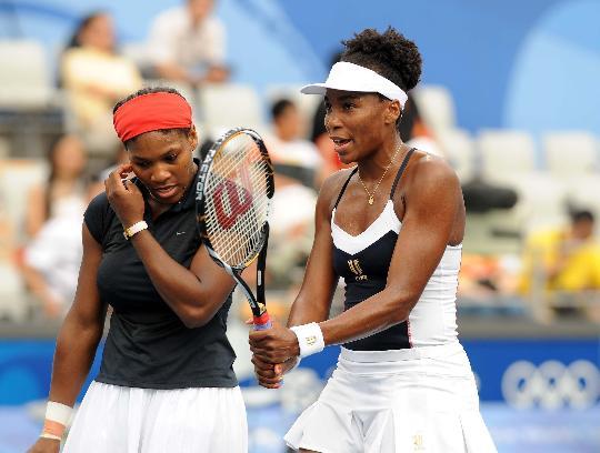 图文-威廉姆斯姐妹夺得双打冠军 黑珍珠姐妹