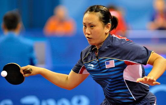 图文-北京奥运会乒乓球赛事开战 美国球员在回球中