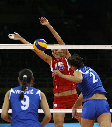 图文-奥运会17日女排小组赛赛况 高大的俄罗斯队员