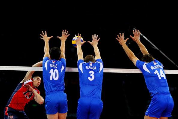 图文-奥运会男子排球1/4决赛赛况 三人来拦网