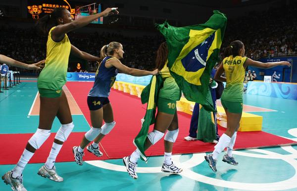 图文-[奥运]女排巴西3-1美国 巴西姑娘欢庆胜利