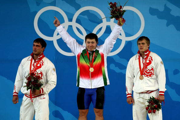 图文-男子举重105公斤级决赛 阿拉纳乌开心不已