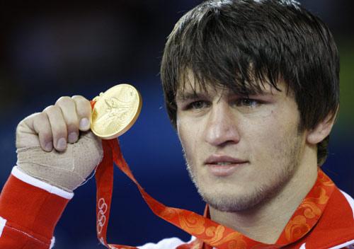 图文-摔跤男子60公斤级决赛 巴季罗夫奋勇夺冠