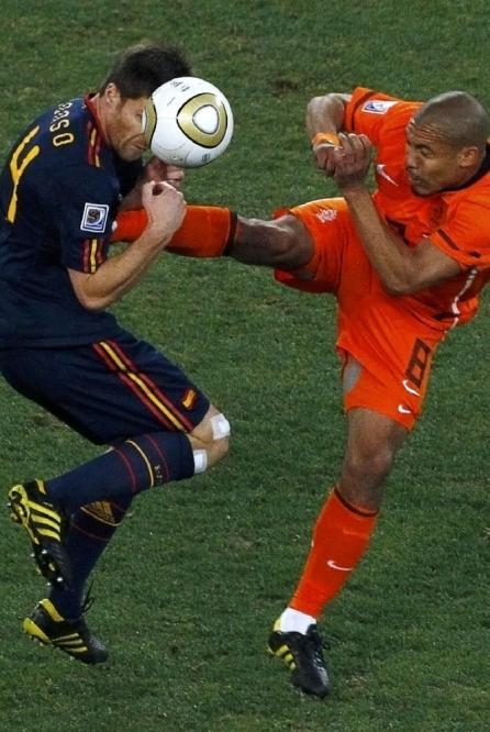 西报称阿隆索肋骨疑似被踹断伤害将影响球员终身