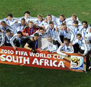 视频-德国再获世界杯季军 布拉特颁奖