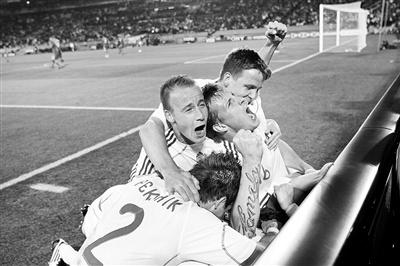 斯洛伐克首次参加世界杯便出线2010他们是唯一一个