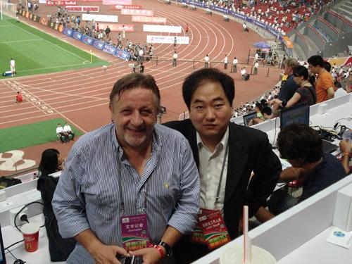 图文-新浪南非世界杯国际合作媒体电视台记者