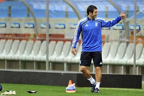 图文-希腊备战世界杯首战队长卡拉贡尼斯训练