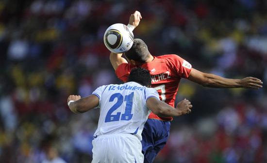 图文-[小组赛]智利1-0洪都拉斯伊扎吉雷冲顶