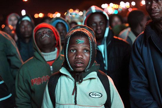 图文-南非球迷失望接受败局惨败让他惊呆了