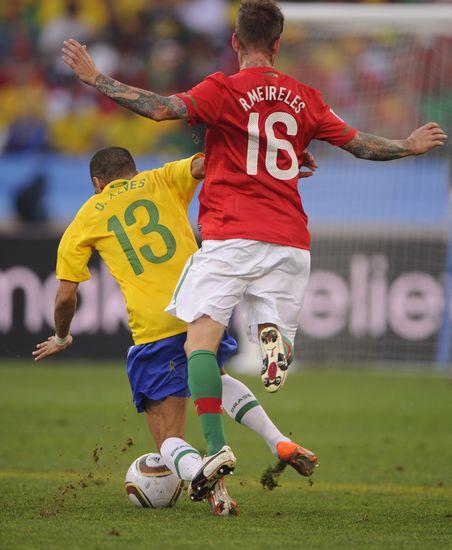 图文-[小组赛]葡萄牙VS巴西 梅雷莱斯防守_图片