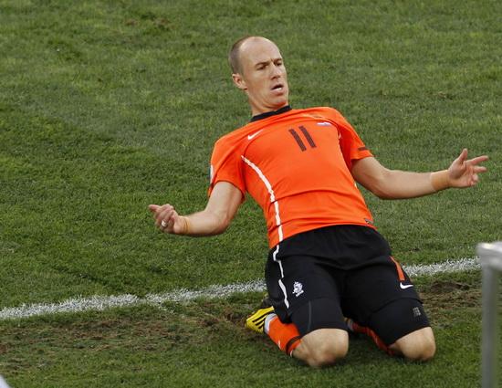 荷兰VS斯洛伐克 罗本跪地滑行