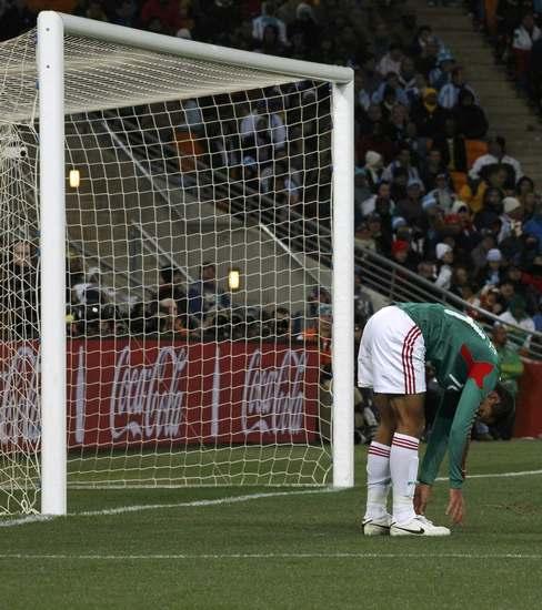 图文-[1/8决赛]阿根廷VS墨西哥墨西哥球员失望