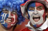 智利两球迷造势