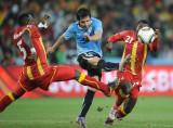 加纳球员双人夹击