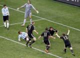 德国队庆祝第三粒进球