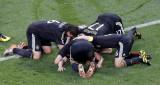 一起为下场比赛祈祷