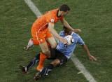 乌拉圭人倒地铲球