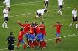 西班牙队激动庆祝