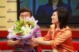 韩乔生送美女鲜花