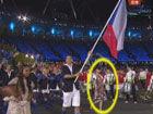 视频-广东留学女孩为捷克举牌 中国元素情系奥运