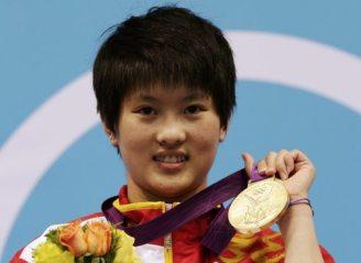 陈若琳展示金牌