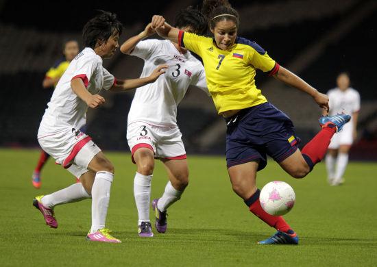 哥伦比亚球员起脚传球