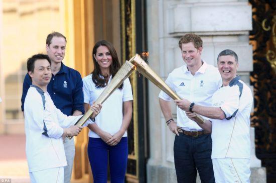 凯特王妃出席奥运火炬接力仪式