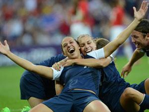 美国女足2比1日本三连冠