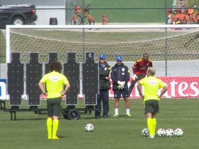 巴西备战德国练习点球+任意球 斯科拉里当人墙