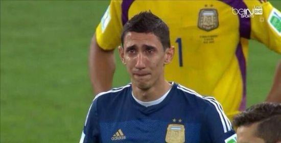迪马利亚哭得很伤心