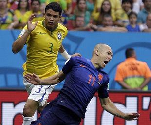 世界杯-罗本造点范佩西闪击荷兰3-0胜巴西夺季军