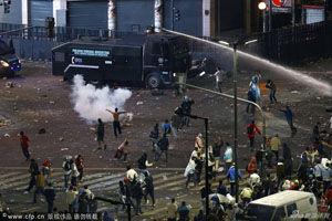 阿根廷首都发生打砸抢暴乱8名防爆警察受伤