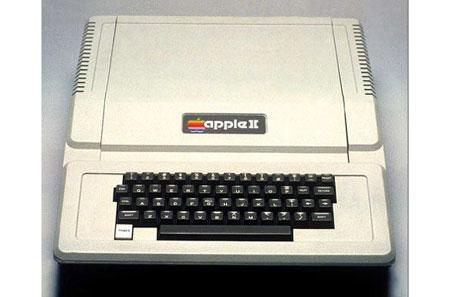 苹果ii型      1977年4月份推出的苹果ii型电脑,是第一款面向普通