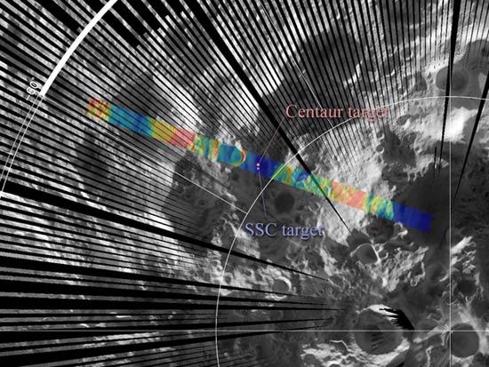 美宇航局月球勘测轨道飞行器(LRO)日前向地面控制中心发回了LCROSS探测器上周连续两次撞击月球表面的图像和温度图。